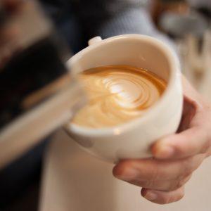カフェイン断ち5日目で頭痛と首回りの痛みに襲われる!