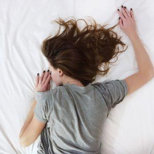 「SLEEP 最高の脳と身体をつくる睡眠の技術」は最新科学に基づいて睡眠の質が改善できる良書!